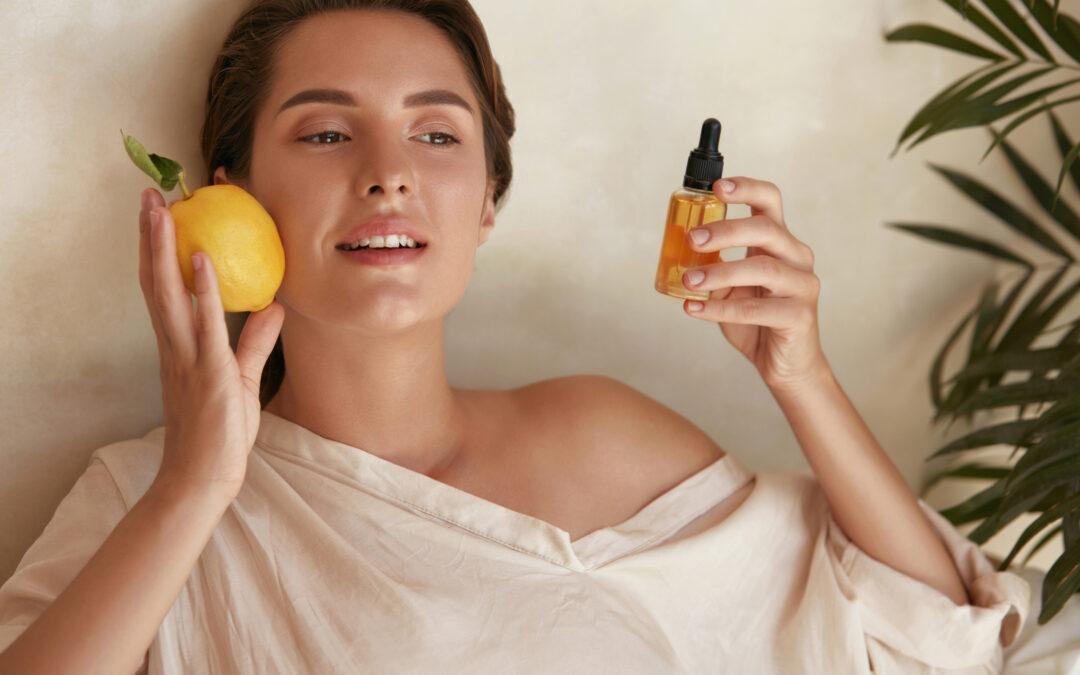 Vitamina C na pele? Veja por que combinar este elemento com Ácido Hialurônico